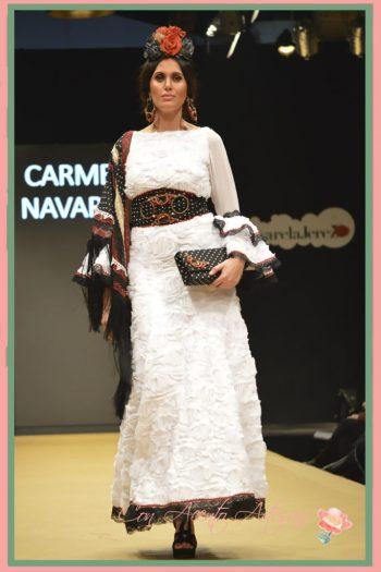 Bolsito de mano de lunares y soutache a juego con cinturón y pendientes de Talhara Complementos para Carmen Navarro