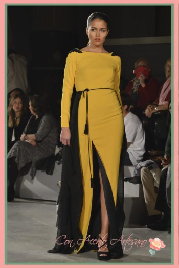 En amarillo y negro de Rocío Osorno en uno de sus anteriores desfiles en Code41 Trending