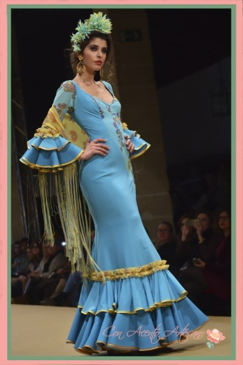 Traje de flamenca azul de Ángeles Verano en Pasarela Flamenca Jerez 2018