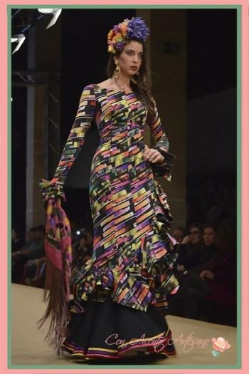 Traje de flamenca negro con estampado geométrico de Ángeles Verano en Pasarela Flamenca Jerez 2018