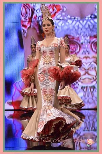 Traje de flamenca de silueta sirena en tonos ocres de Francisco Tamaral