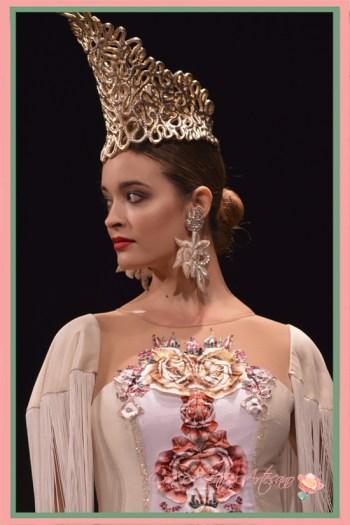 Vestido de cóctel con flores recortadas y simétricas de Francisco Tamaral en SIMOF2018