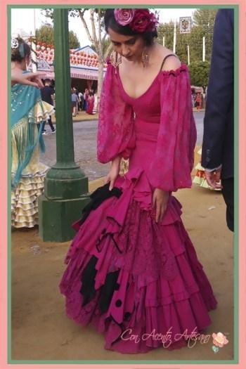 Colocándome para la foto el traje de flamenca buganvilla de Aurora Gaviño