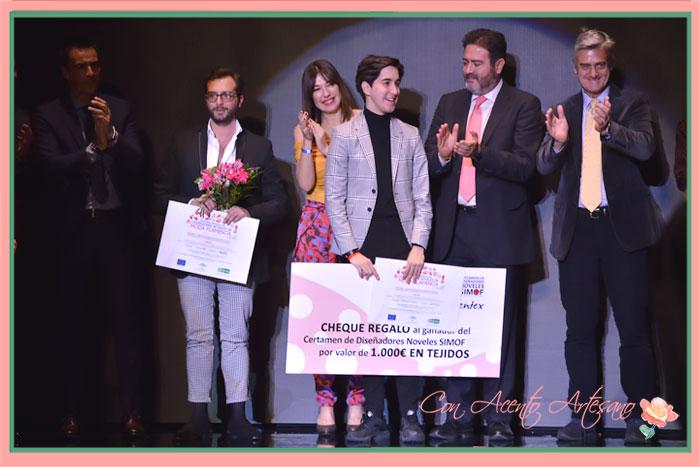 Entrega de los premios al Ganador, Gil Ortiz, y a la Mención Especial, José Javier León, en el Certamen Noveles SIMOF2018