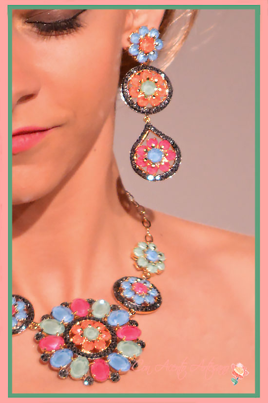 Flores en aguamarinas, olivinas y rubíes sonrosados de José Álvarez Joyeros