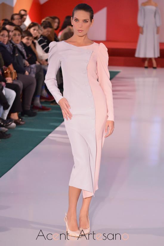 Vestido cruzado en bicolor de Manuela Martínez