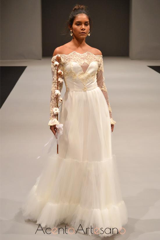 Vestido de novia de hombros descubiertos de María Amador