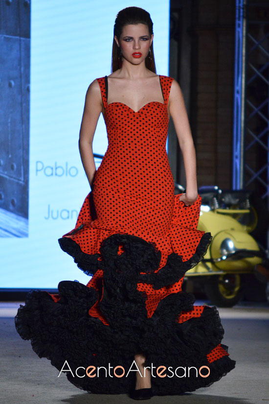 Traje de flamenca de lunar lenteja de Pablo Retamero y Juanjo Bernal