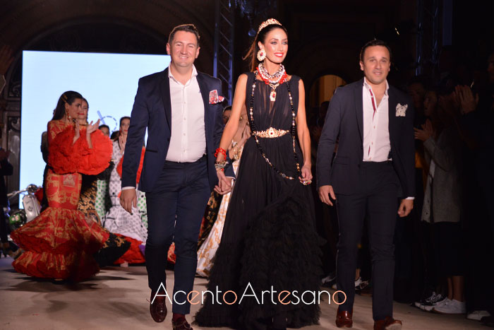 Pablo Retamero y Juanjo Bernal tras el carrusel de su colección Ragazza
