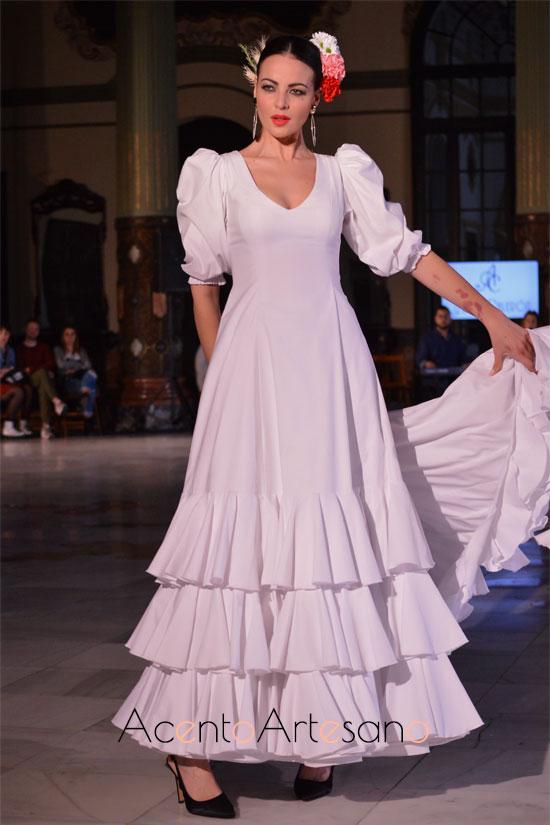 Traje de flamenca blanco  de Alba Calerón