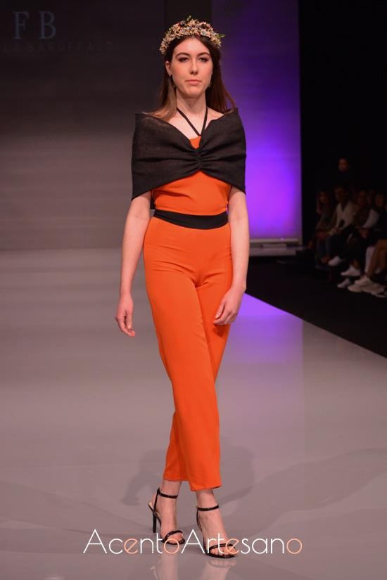 Conjunto en naranja y negro de Fiorella Baruffaldi