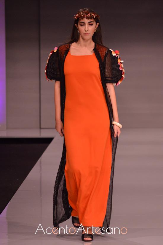 Vestido largo y kimono de mangas farol de Fiorella Baruffaldi