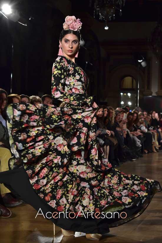 Traje de flamenca de flores de Ana Vázquez