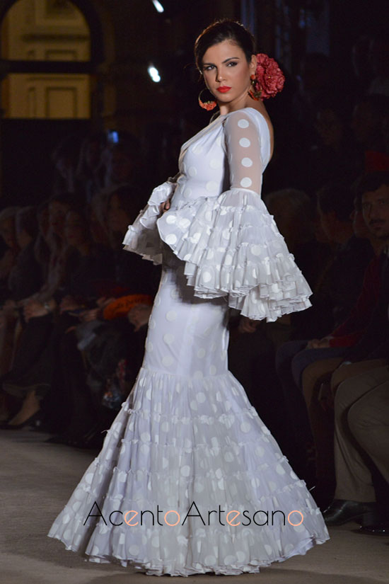 Traje de flamenca de mangas canasteras de Carmen Acedo en WLF19