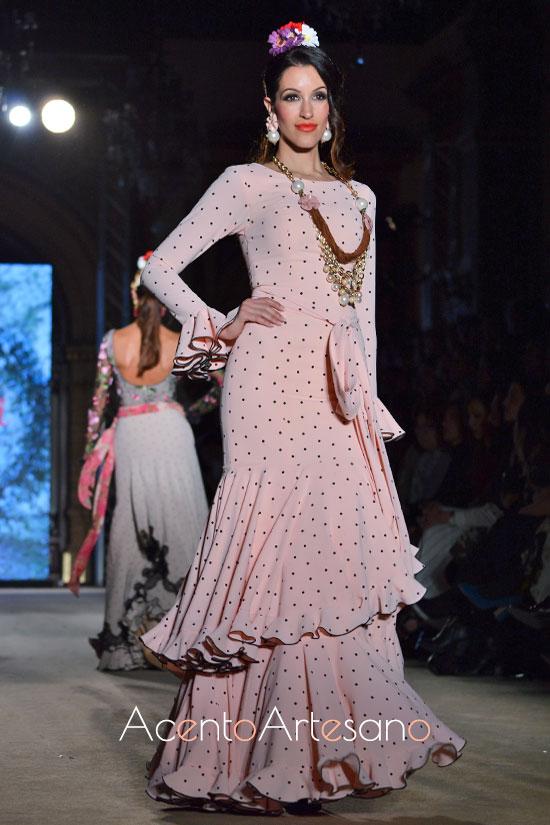 Traje de flamenca rosa de lunar negro de El Ajolí