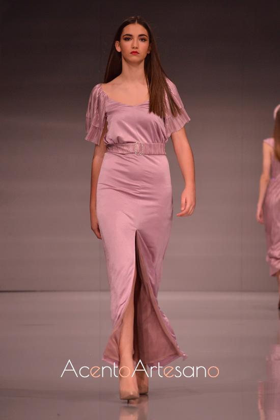 Vestido largo de fiesta en nude o rosa cuarzo de Eva Valderrama