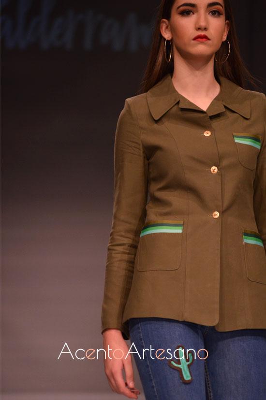 Chaqueta en verde militar de Eva Valderrama