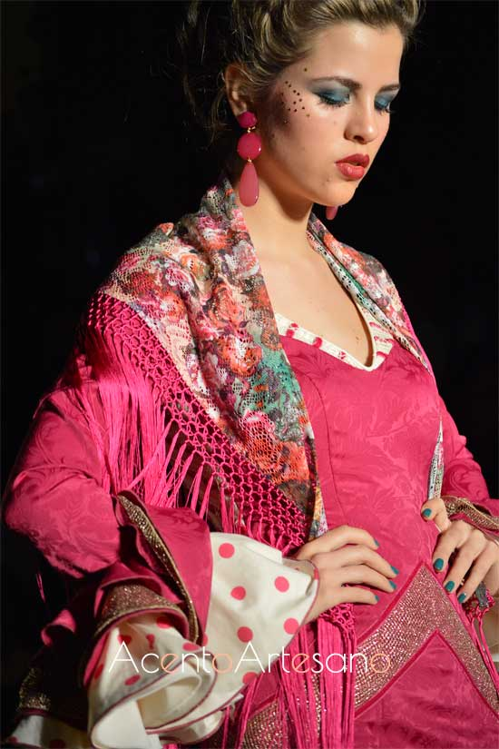 Mantoncillo estampado para traje de flamenca rosa de Lola Azahares
