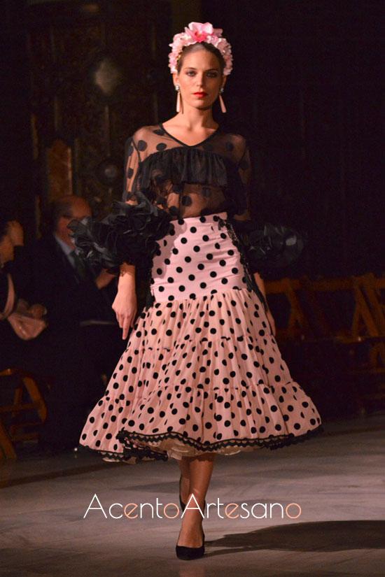 Camisa y falda canastera de lunares para las romeras de de volantes en la nueva colección de Victoria García