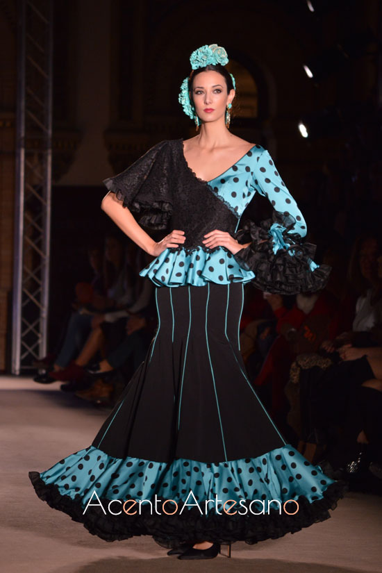 Traje de flamenca para la noche en verde y negro de El Madroñal