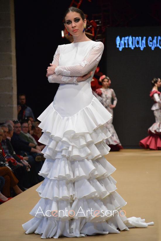 Traje de flamenca blanco de Patricia Galeote