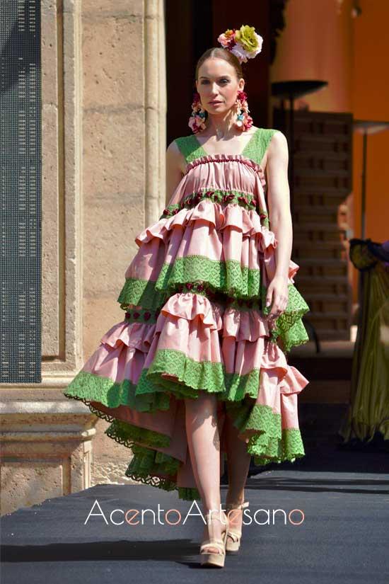 Bata rociera estilo ochentero  de Rebeca Moda Flamenca