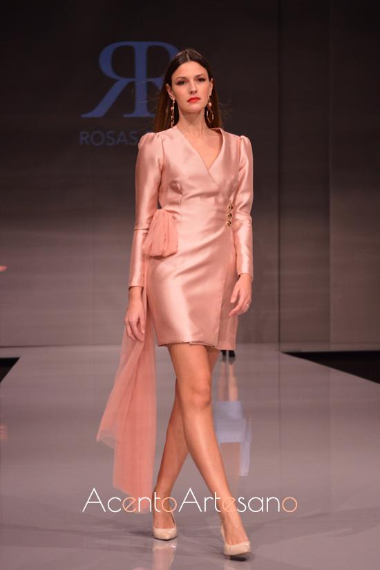 Chaqueta vestido en nude de la línea Chic & Rosas Rosas