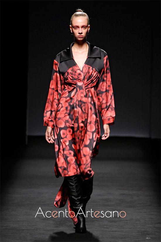 Vestido de glóbulos rojos de Marian Gvasalia