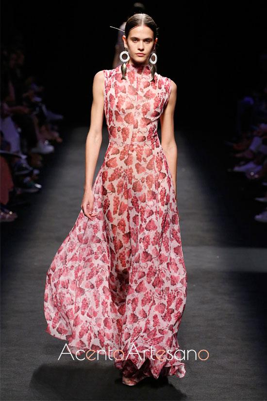 MInimalismo para un vestido abotonado de Juan Vidal