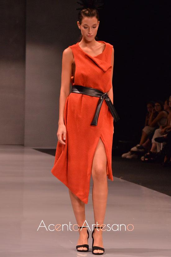 Vestido naranja cruzado de Lucía Forjanes en Code 41 Talent