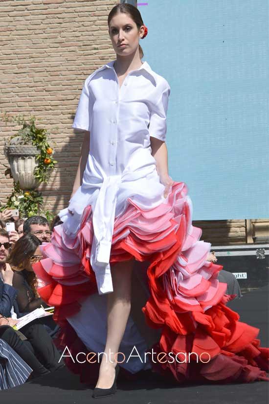 Traje de flamenca de Carlos Checa ganador del segundo certamen de noveles de la Pasarela Flamenca Granada