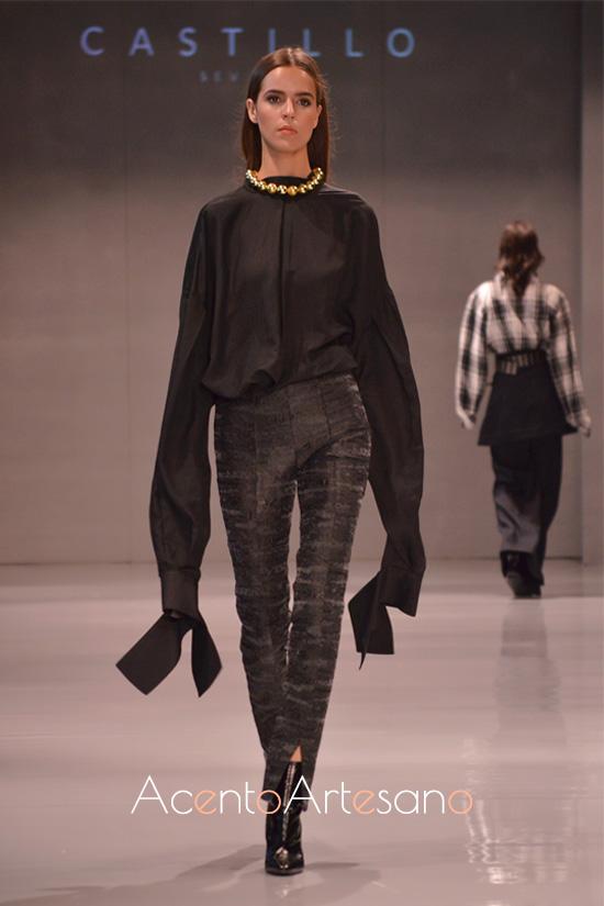 Desmesura en mangas para pantalón pitillo en negro de Castillo
