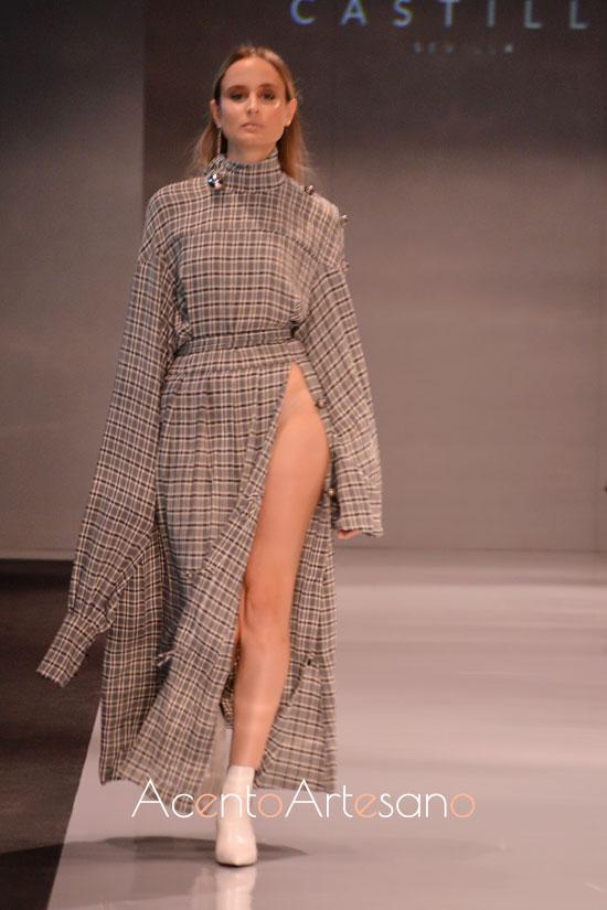 Vestido largo de Castillo, uno de los estilismos urbanitas de su nueva colección