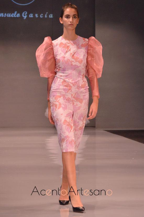 Vestido de mangas abullonadas en rosa de Consuelo García en Code 41 Trending