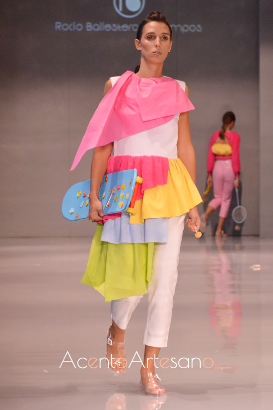 Diseño en blanco con restos de plástico de Rocío Ballesteros en Code 41 Trending
