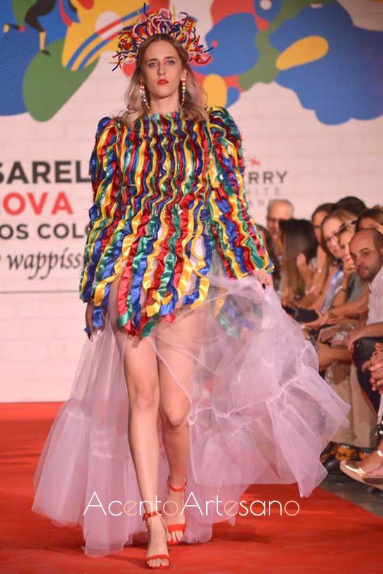 Cintas de raso para vestido de Daniel Durán en Pasarela Innova by Wappíssima