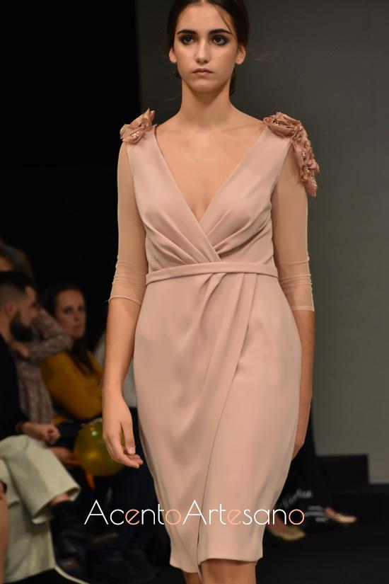 Vestido drapeado de inspiración griega de Sara R