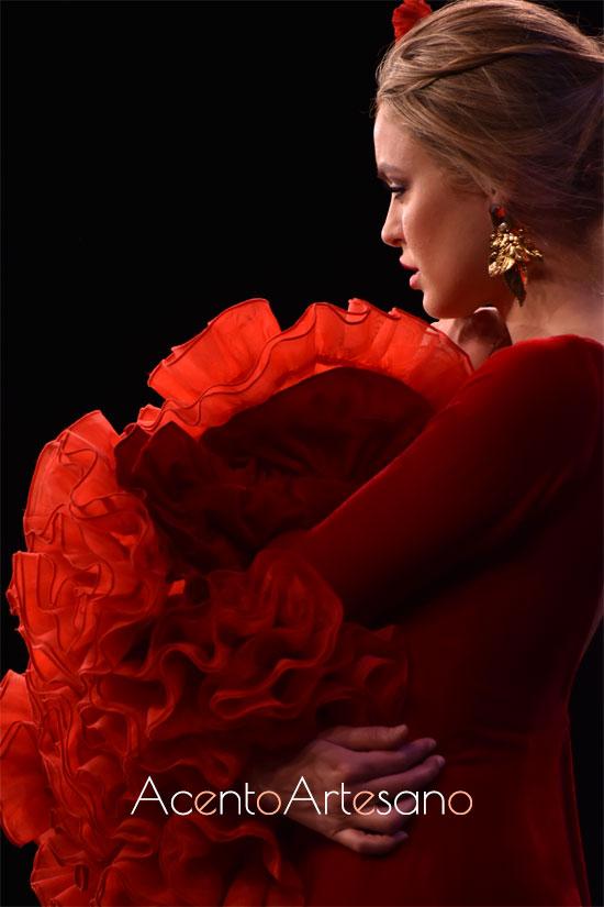 Mangas de volantes de traje de flamenca rojo de Alejandro Santizo