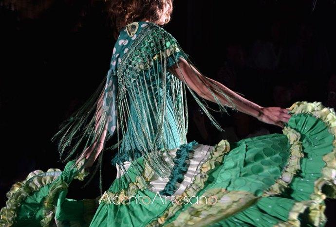 Trajes de flamenca étnicos con estilo victoriano de Ángela y Adela