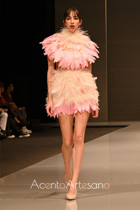 Vestido de plumas de Tamara Press