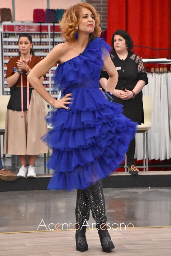 Esther Arroyo vestida de Reveligion y accesorios de Lausett en Aguja Flamenca