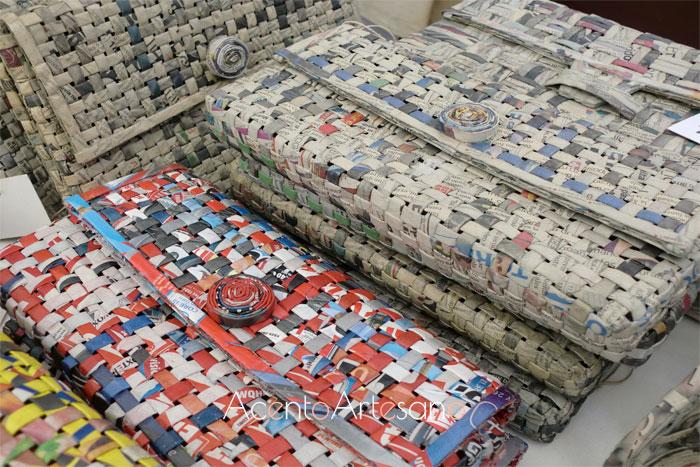 Bolsos de papel de periódico en Gran Soho Alameda