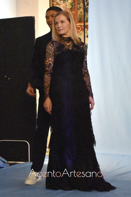 Vestido negro  de guipur de Roberto Verino