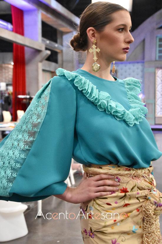 Camisa verde con encajes de Victoria en Aguja Flamenca