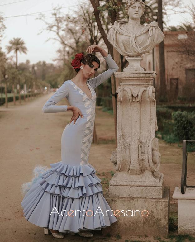 Traje de flamenca azul de Aurora Ruíz