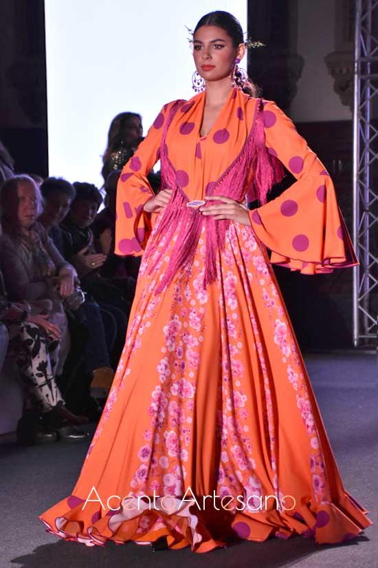 Traje de flamenca setentero en naranja y lila de El Ajolí