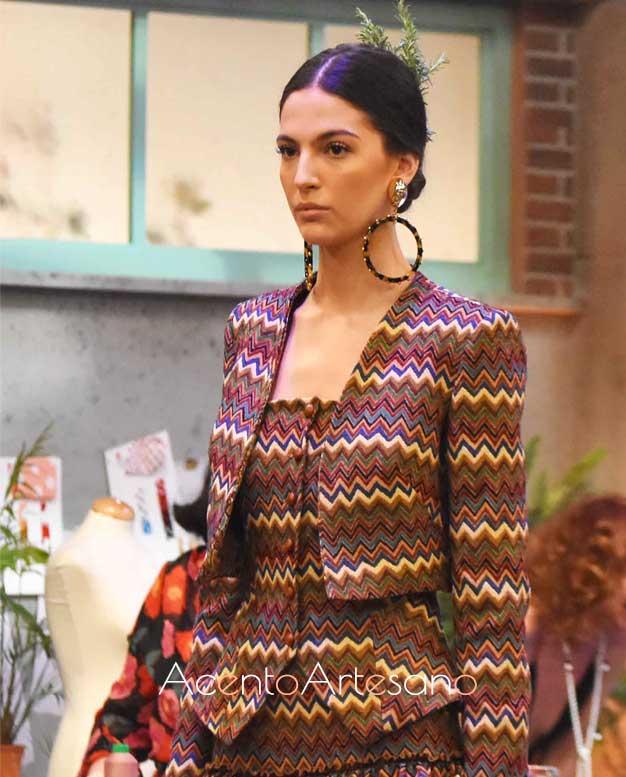 Detalles del chaleco y chaqueta de corto de Cristo Báñez en este estilismo flamenco