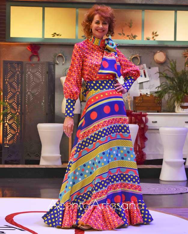 Esther Arroyo vestida de Andrew Pocrid en el programa número 7 de Aguja Flamenca