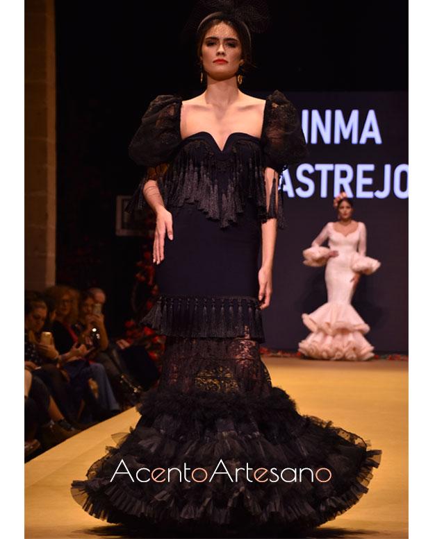 Traje de flamenca de encaje negro y pasamanerías de Inma Castrejón en la Pasarela Flamenca Jerez 2020
