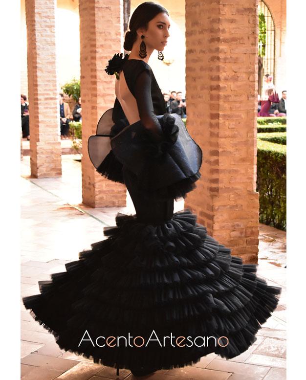 Traje de flamenca negro de Lorena Santana Ordóñez en Wappísima 2019